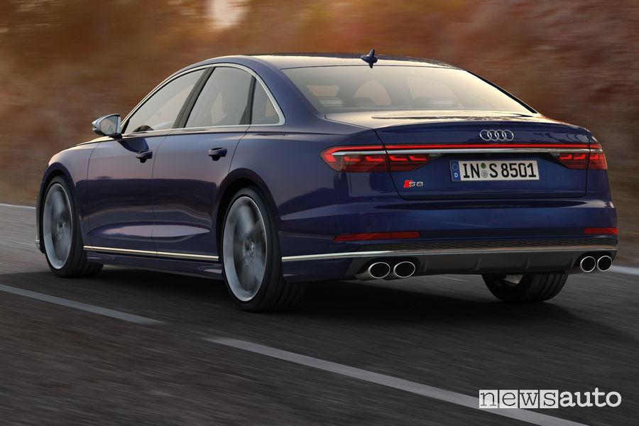 Nuova Audi S8 vista posteriore in movimento