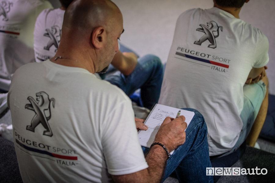 """""""Alunni"""" che prendono appunti nelle lezioni del """"professore"""" Andreucci al corso di rally Peugeot al Ciocco"""