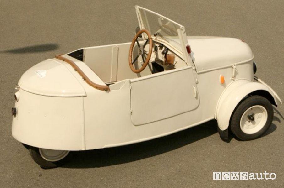 Peugeot VLV 1941 auto storica elettrica vista posteriore