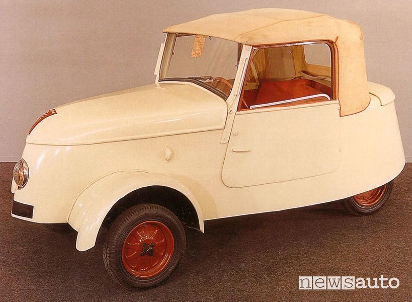 Peugeot VLV 1941 auto storica elettrica vista di profilo