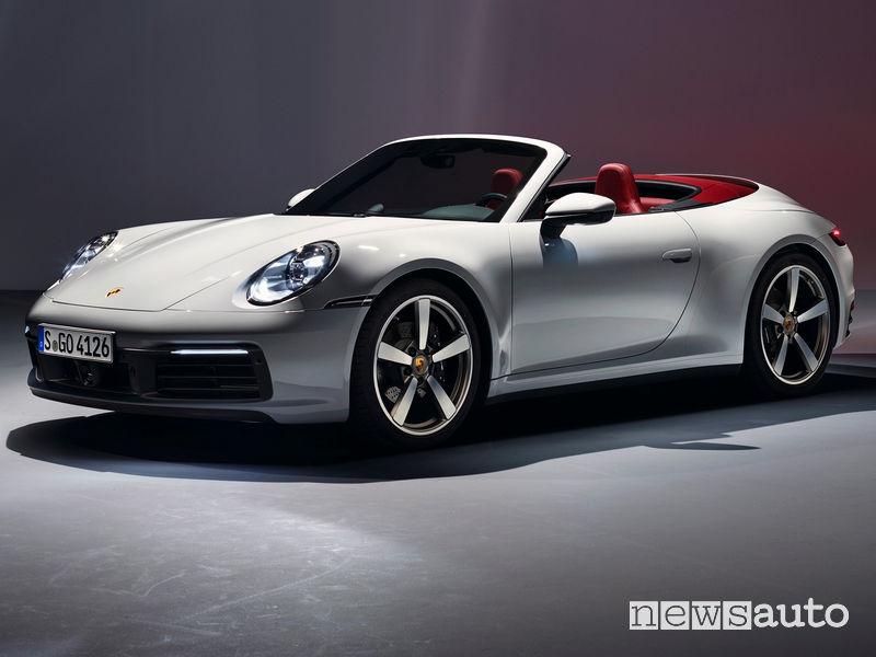Porsche 911 Carrera Cabriolet vista di profilo