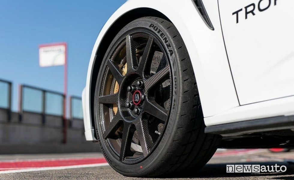 Renault Megane RS Trophy-R cerchi in carbonio