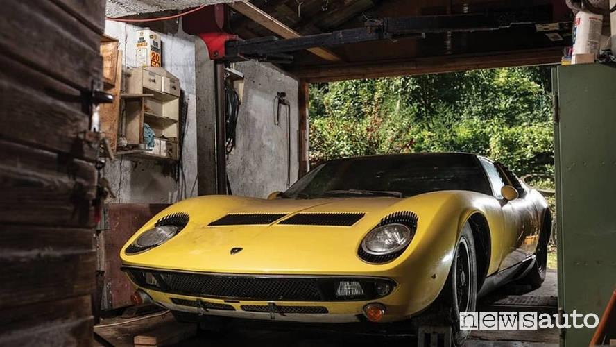 Lamborghini Miura P400 S abbandonata in fienile
