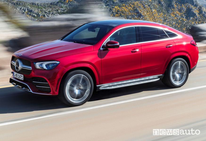 Mercedes-Benz GLE Coupé 2019 vista di profilo in movimento