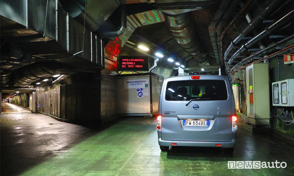 Nissan e-NV200 Evalia nei Centri sotteranei Laboratori Nazionali del Gran Sasso (LNGS)