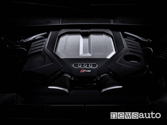 Il motore V8 con tecnologia mild-hybrid è capace di erogare ben 600 CV