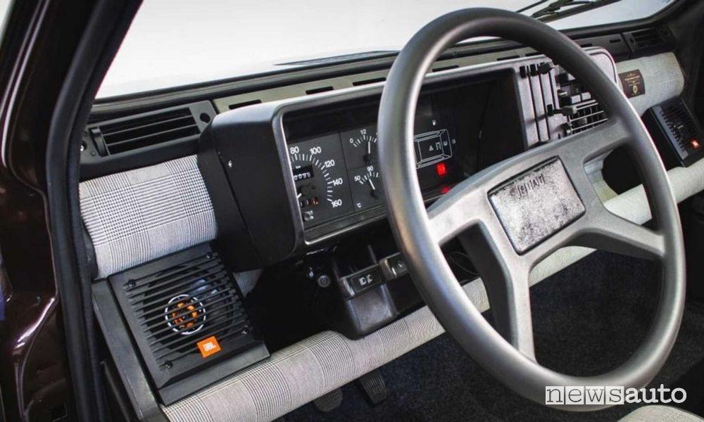 Volante, quadro abitacolo Fiat Panda 4x4 elettrica Icon-e Garage Italia