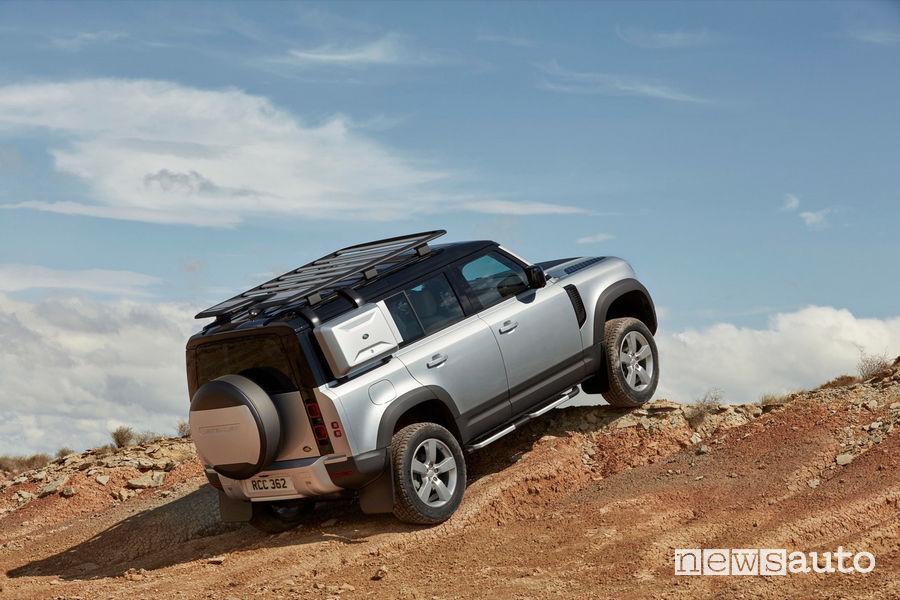 Salita sullo sterrato per il nuovo Land Rover Defender 2020