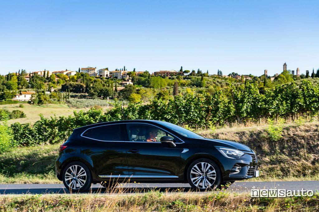 Vista laterale Renault Clio Initiale Paris 2020