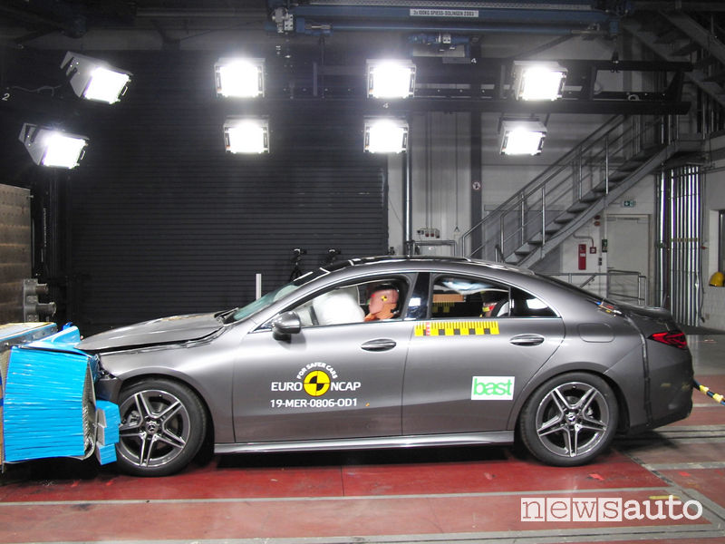 Crash test Euro NCAP urto frontale Mercedes CLA