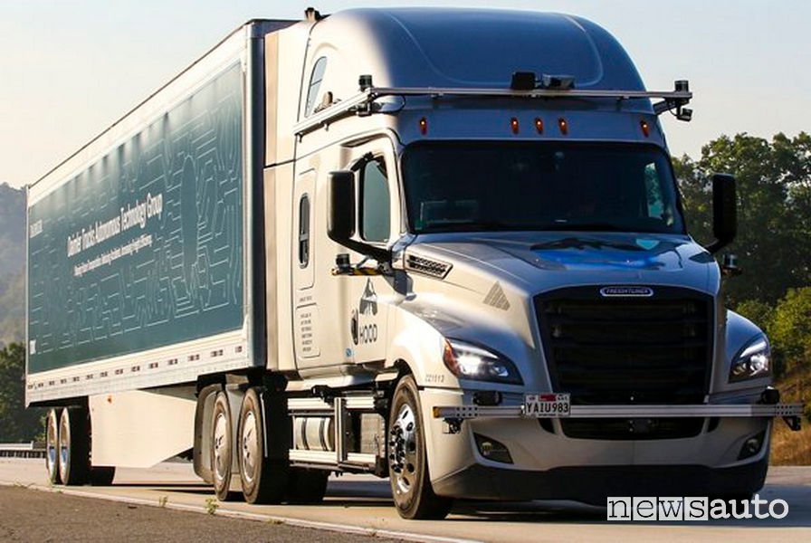 test in autostrada camion a guida autonoma Daimler Trucks