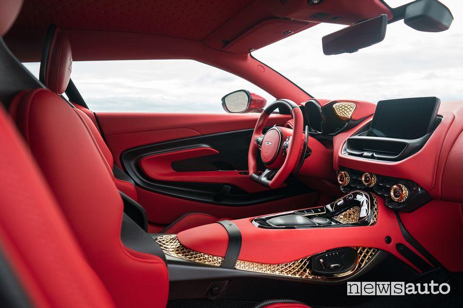 Dettagli in oro e fibra di carbonio abitacolo Aston Martin DBS GT Zagato