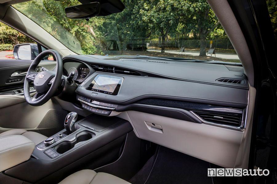 Plancia strumenti, volante Cadillac XT4 Sport