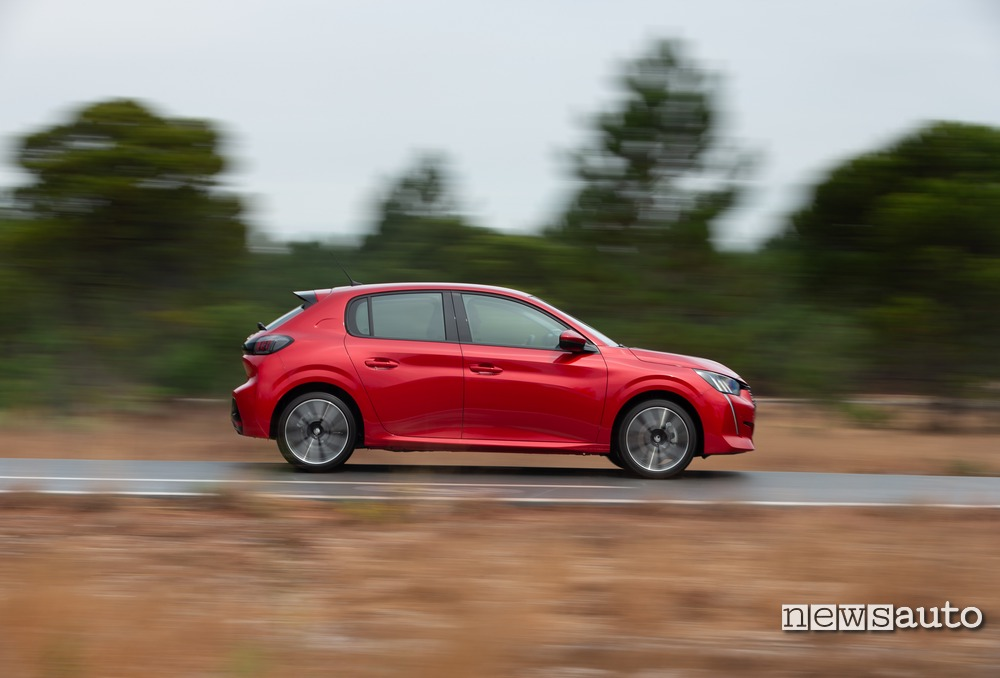 Vista laterale Peugeot 208 2019 Allure