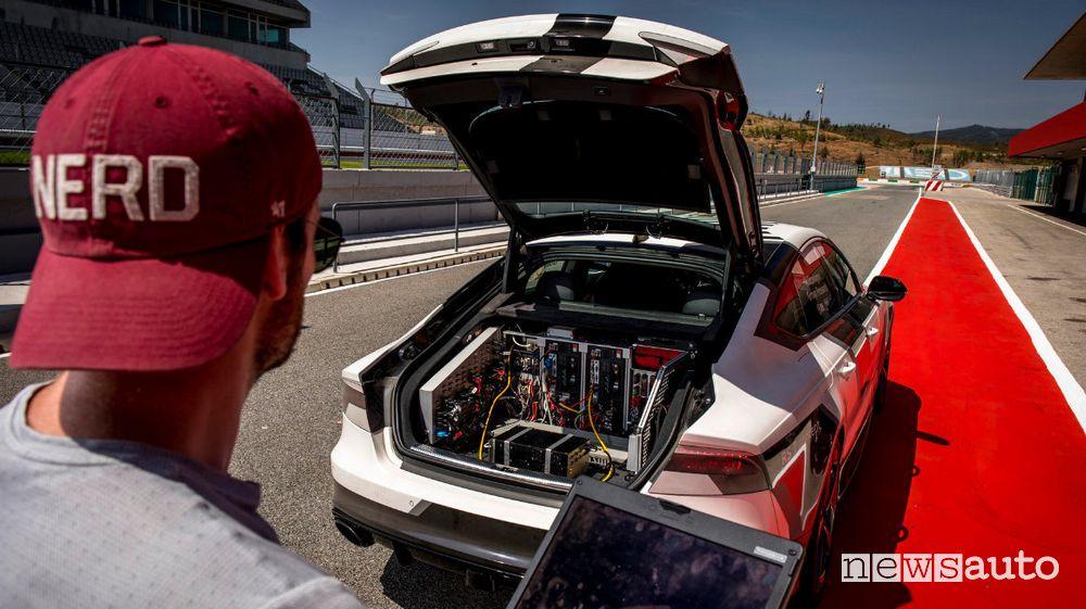 Guida autonoma in pista, test Volkswagen a Portimao