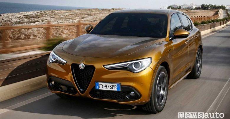 Vista di profilo Alfa Romeo Stelvio 2020 Veloce