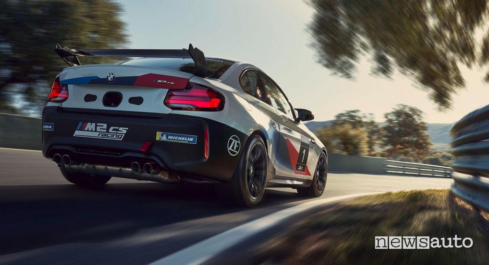 BMW M2 CS Racing vista posteriore alettone e scarichi sportivi