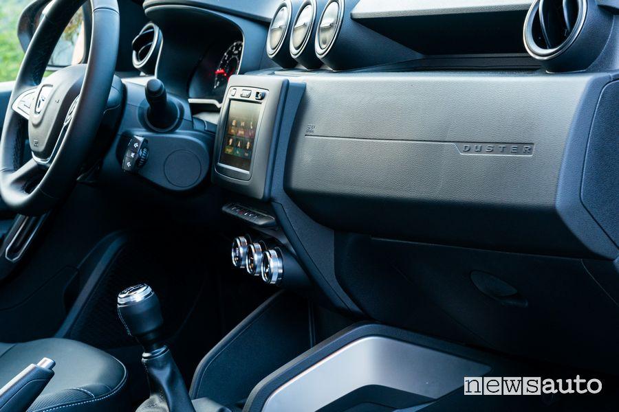 Leva del cambio Dacia Duster TCe 100 ed abitacolo lato passeggero