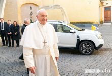 Photo of Nuova Papamobile, Papa Francesco va in Dacia Duster
