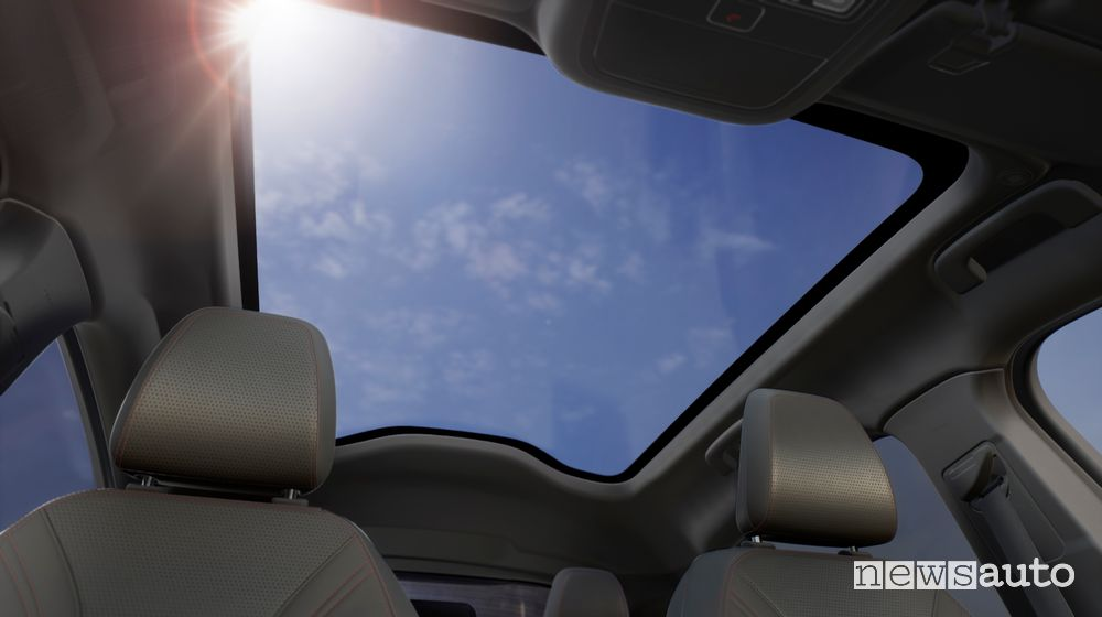 Tetto panoramico interni Ford Mustang Mach-E