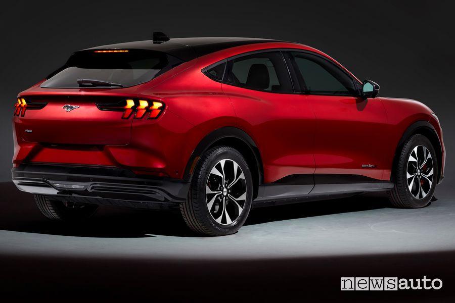 Vista posteriore Ford Mustang Mach-E