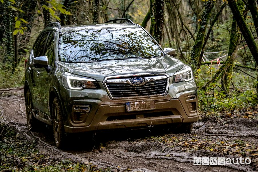 Prova sul fango in off road Subaru Forester e-Boxer