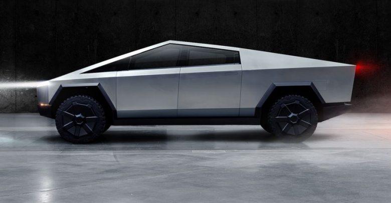 Vista laterale pick-up Tesla Cybertruck