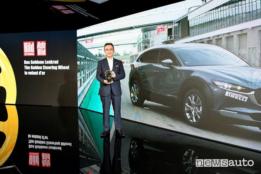 Yasuhiro Aoyama, Presidente di Mazda Motor Europe premio Volante d'Oro Mazda CX-30