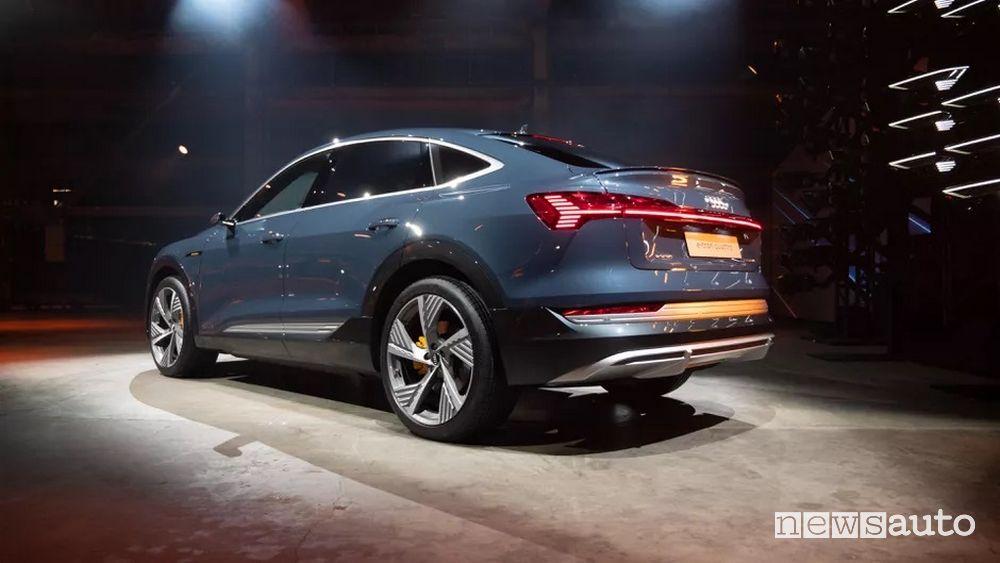 Vista posteriore Audi e-tron Sportback presentazione al Salone di Los Angeles