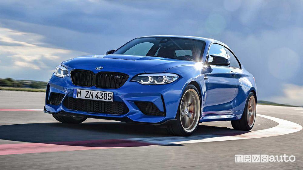 Vista anteriore BMW M2 CS in pista