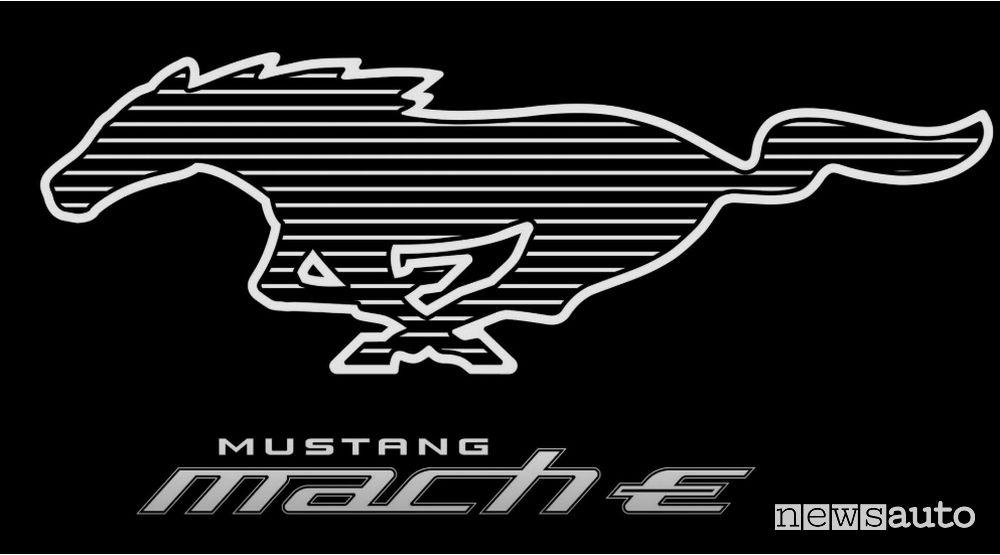 Mustang Mach-E suv elettrico ford