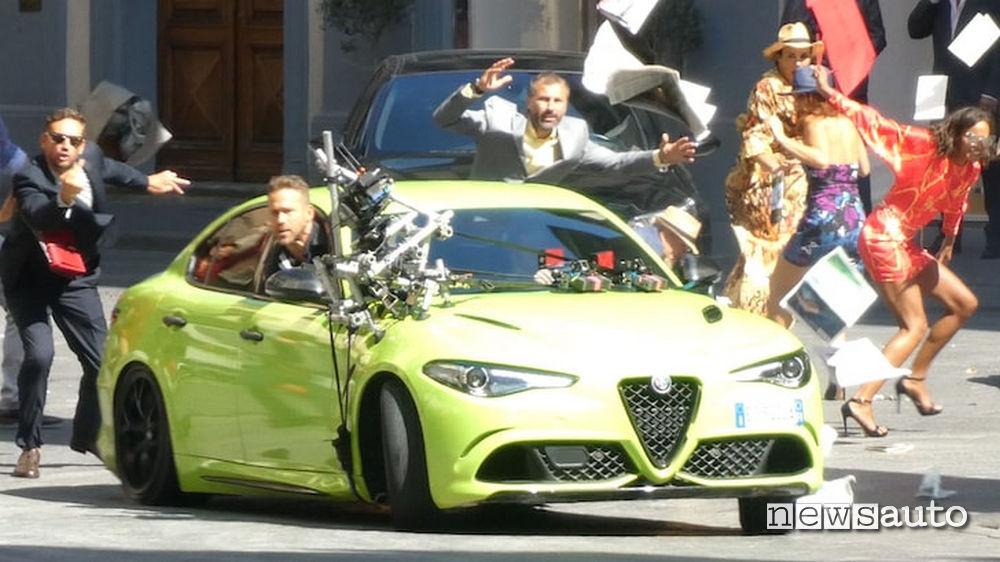 Alfa Romeo Giulia del fim 6 Underground con Ryan Reynolds in una scena