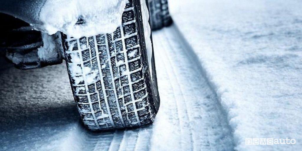 pressione pneumatici invernali Lazio