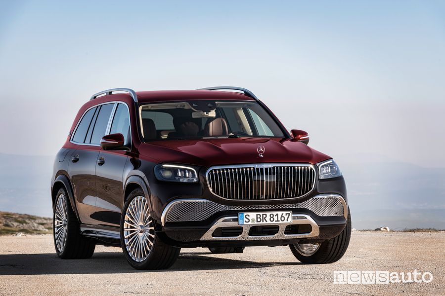 Vista di profilo Mercedes-Maybach GLS 600 4MATIC