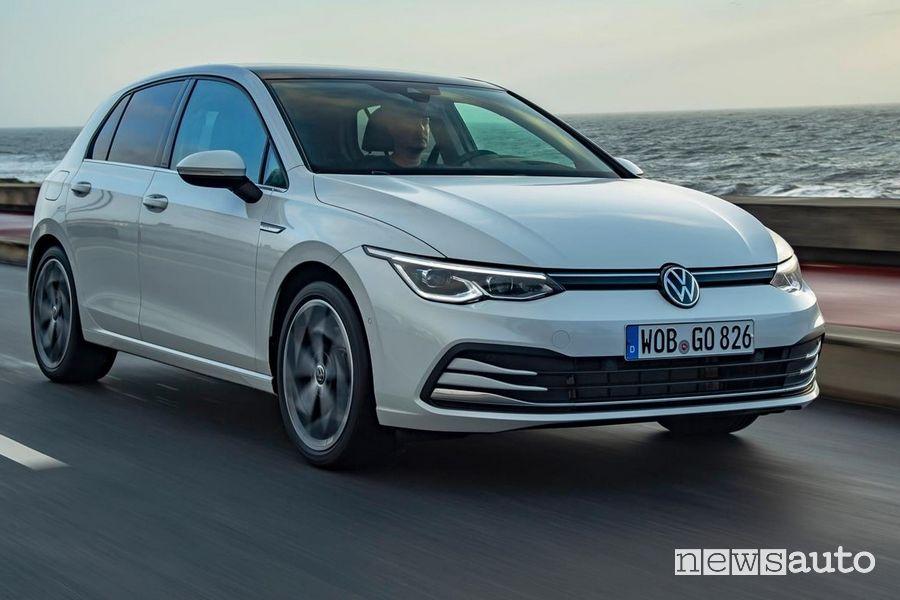 Nuovo frontale e fari a LED Volkswagen Golf 8 bianca
