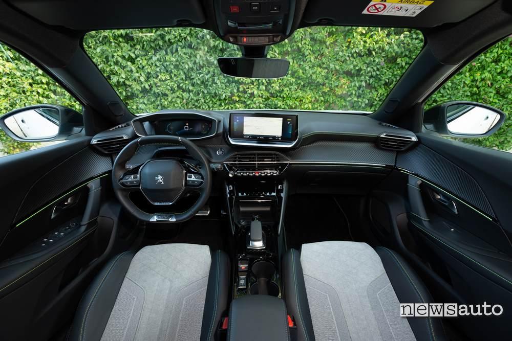 interni Peugeot e-2008 GT 2020, volante sedili e cruscotto