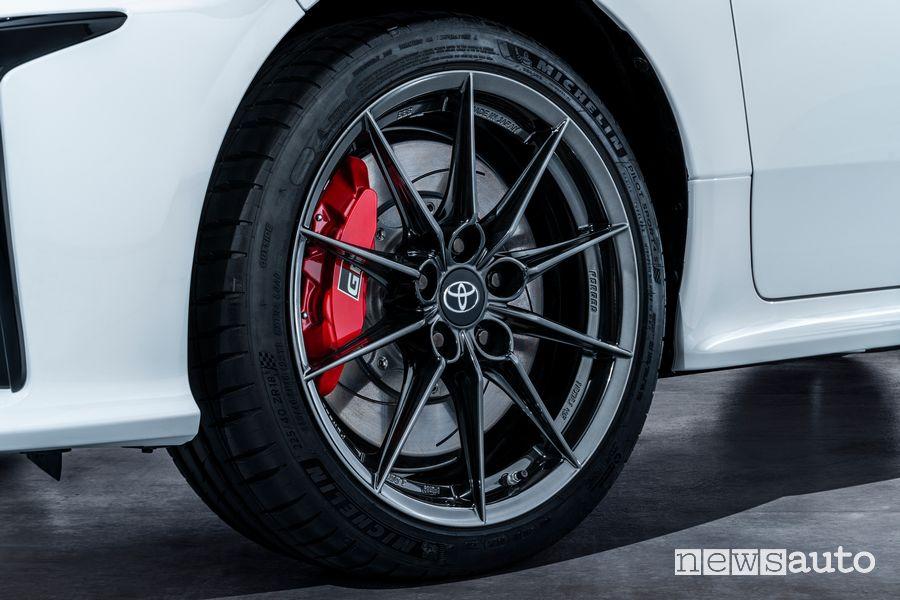 """Cerchi in lega da 18"""" e impianto franante sportivo Toyota GR Yaris"""