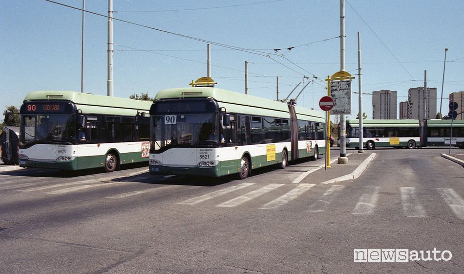 Capolinea di Largo Labia linea 90 filobus Atac, autobus elettrici con batterie al litio