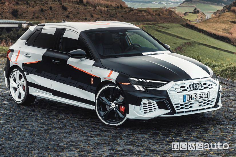 Vista di profilo Audi A3 Sportback 2020 camuffata prototipo
