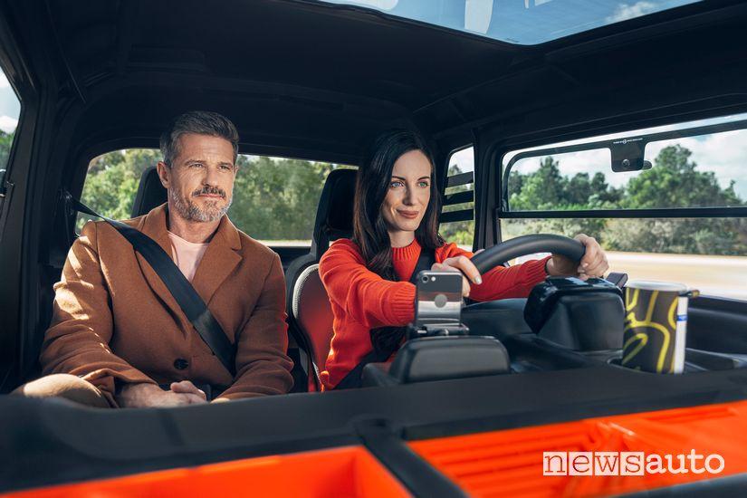 Spazio per due persone nell'abitacolo Citroën Ami