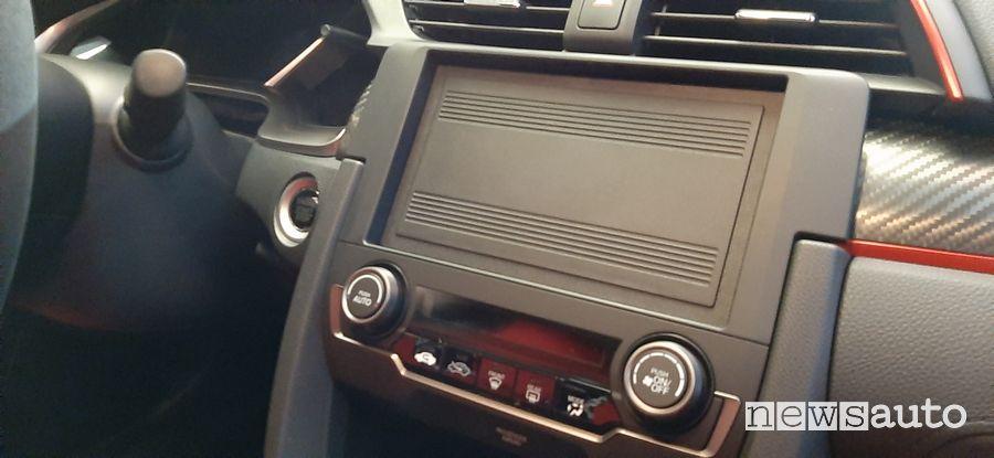 Pannello fonoassorbente al posto dell'infotainment nell'abitacolo della Civic Type R Limited Edition