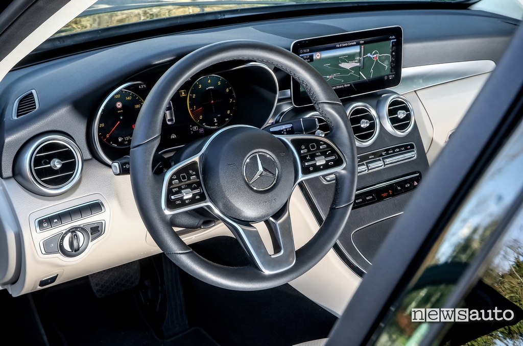 Interni Mercedes C200 Hybrid