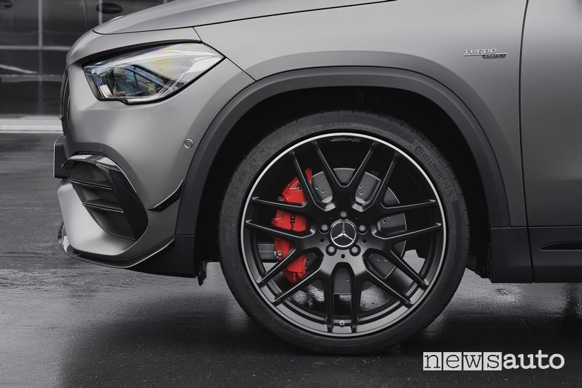 "Cerchi in lega da 21"" e freni Mercedes-AMG GLA 45 S 4MATIC+"