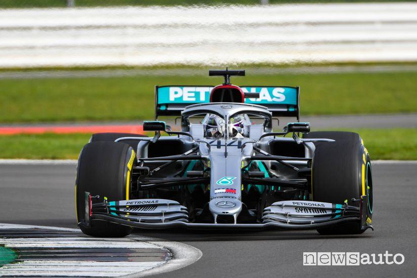Sistema das mercedes Hamilton al volante della Mercedes-AMG W11 F1 2020