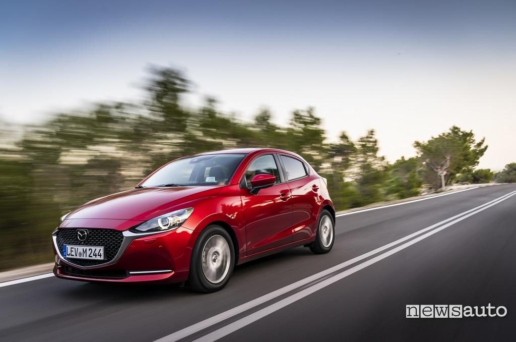 Prova su strada Mazda2 2020 Soul Red Crystal, mild hybrid