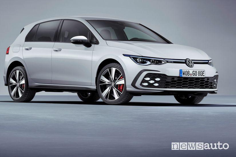 Vista di profilo Volkswagen Golf GTE PHEV 2020