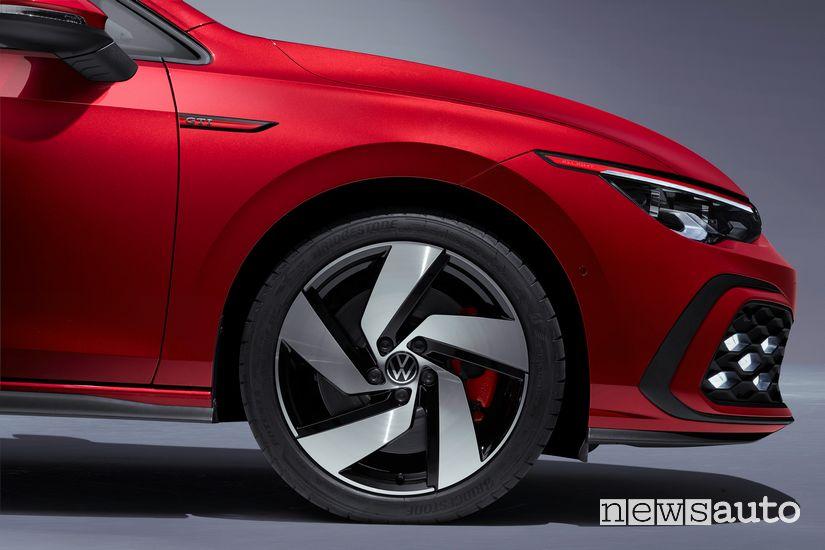 """Cerchi in lega da 19"""" e pinze dei freni rosse Volkswagen Golf GTI 8 2020"""