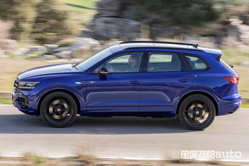 Vista laterale Volkswagen Touareg R plug-in PHEV