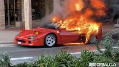 Photo of Ferrari F40 in fiamme, il fuoco divora l'auto a Montercarlo