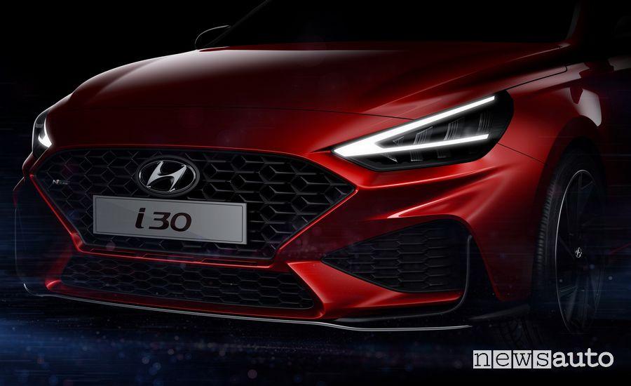 Hyundai i30 2020 fari a LED con luci diurne a V